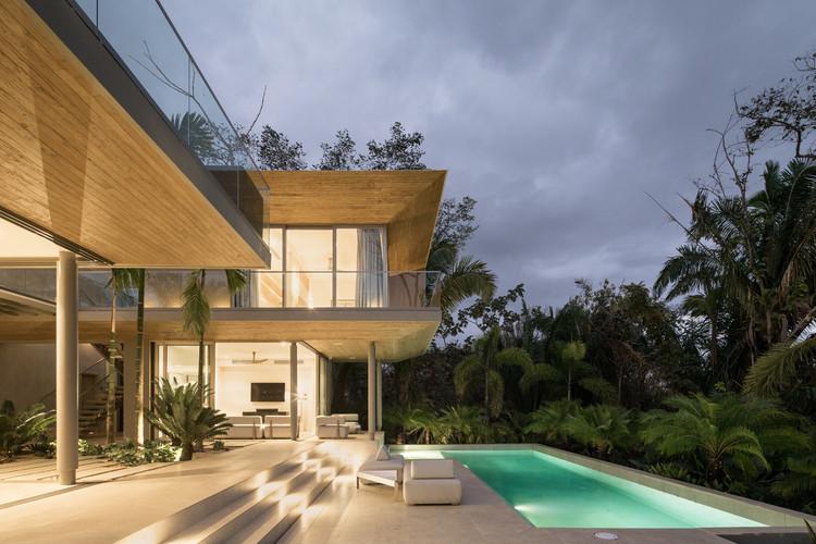 StudioSaxe Courtyard 48 - The Courtyard House: Biệt thự 400m2 hiện đại không gian mở ấn tượng