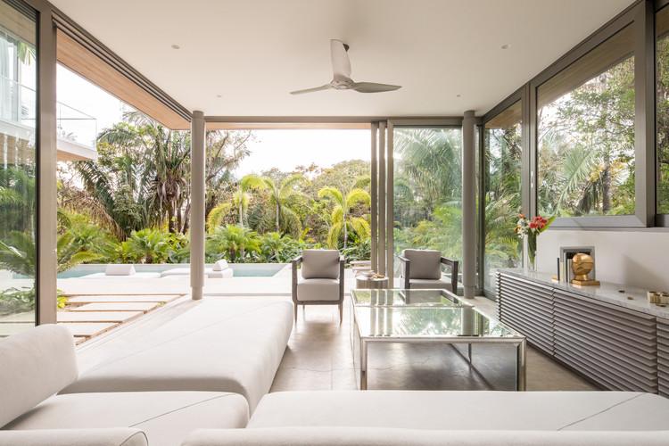 StudioSaxe Courtyard 8 - The Courtyard House: Biệt thự 400m2 hiện đại không gian mở ấn tượng