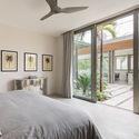 StudioSaxe Courtyard 32 - The Courtyard House: Biệt thự 400m2 hiện đại không gian mở ấn tượng