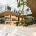 StudioSaxe Courtyard 38 - The Courtyard House: Biệt thự 400m2 hiện đại không gian mở ấn tượng