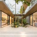 StudioSaxe Courtyard 39 - The Courtyard House: Biệt thự 400m2 hiện đại không gian mở ấn tượng
