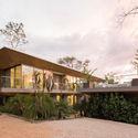 StudioSaxe Courtyard 42 - The Courtyard House: Biệt thự 400m2 hiện đại không gian mở ấn tượng