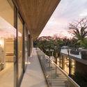 StudioSaxe Courtyard 44 - The Courtyard House: Biệt thự 400m2 hiện đại không gian mở ấn tượng