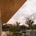 StudioSaxe Courtyard 45 - The Courtyard House: Biệt thự 400m2 hiện đại không gian mở ấn tượng