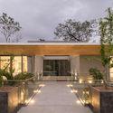 StudioSaxe Courtyard 46 - The Courtyard House: Biệt thự 400m2 hiện đại không gian mở ấn tượng