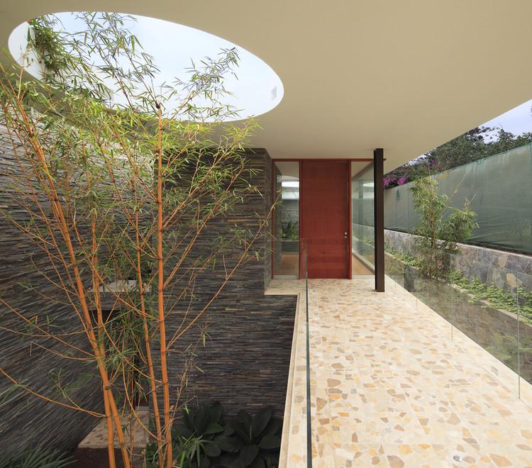 Casa Lineal / Metrópolis Oficina de Arquitectura. Image © Juan Solano Ojasi