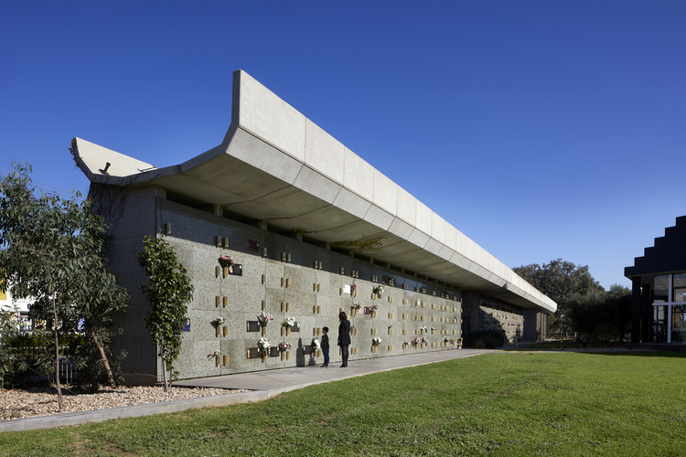 Werribee Mausoleum Extension / BENT Architecture, © Tatjana Plitt