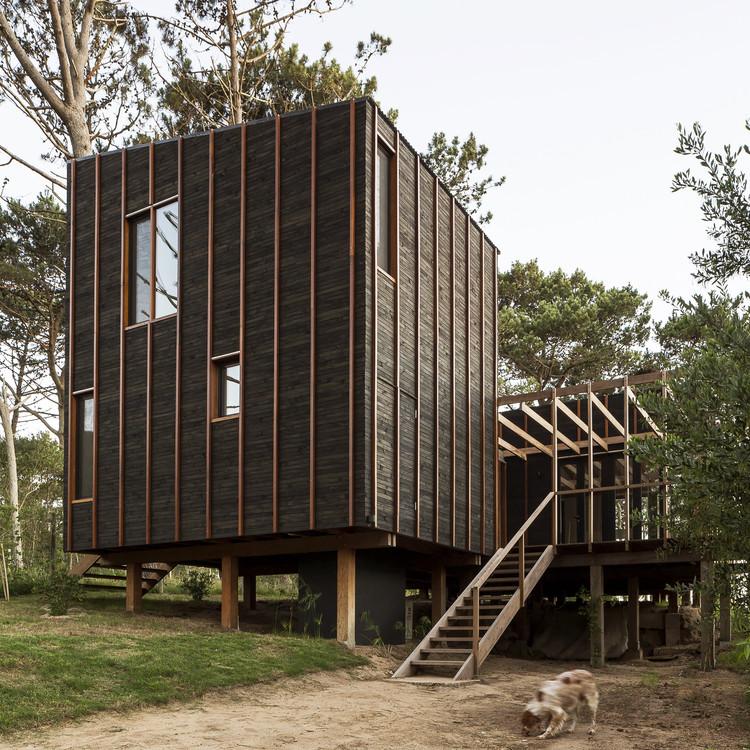 """FRAM arquitectos: """"Toda decisión es una respuesta a una condición concreta"""" , Casa en La Juanita / Delfina Riverti + FRAM arquitectos. Image © Fernando Schapochnik"""