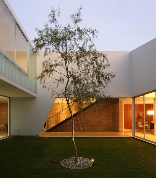 Casa Patios / Riofrio+Rodrigo Arquitectos. Image Cortesía de Riofrio+Rodrigo Arquitectos