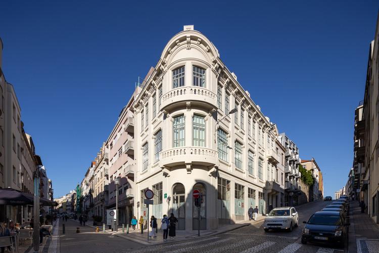 Edifício de Apartamentos Santa Catarina / Diana Barros Arquitectura, © Alexander Bogorodskiy