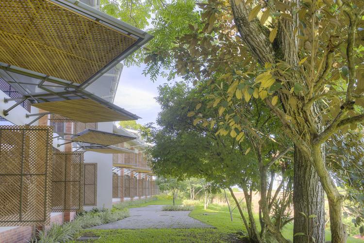 """Bruno Stagno: """"Para diseñar urbanismo y arquitectura tropical, lo primero es un cambio de actitud"""", INCAE - Instituto Centroamericano de Administración de Empresas. Image © Sergio Pucci"""