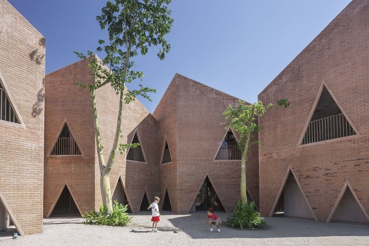 Architecture of Mexico: Projects that Demonstrate the Style and Culture of Sinaloa, María Montessori Mazatlán School / EPArquitectos + Estudio Macías Peredo. Image © Onnis Luque
