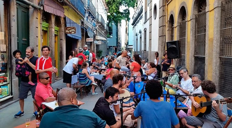 Culturas de rua, corpo e espaço público: Guilherme Wisnik conversa com Luiz Antonio Simas , Roda de Samba, centro do Rio de Janeiro