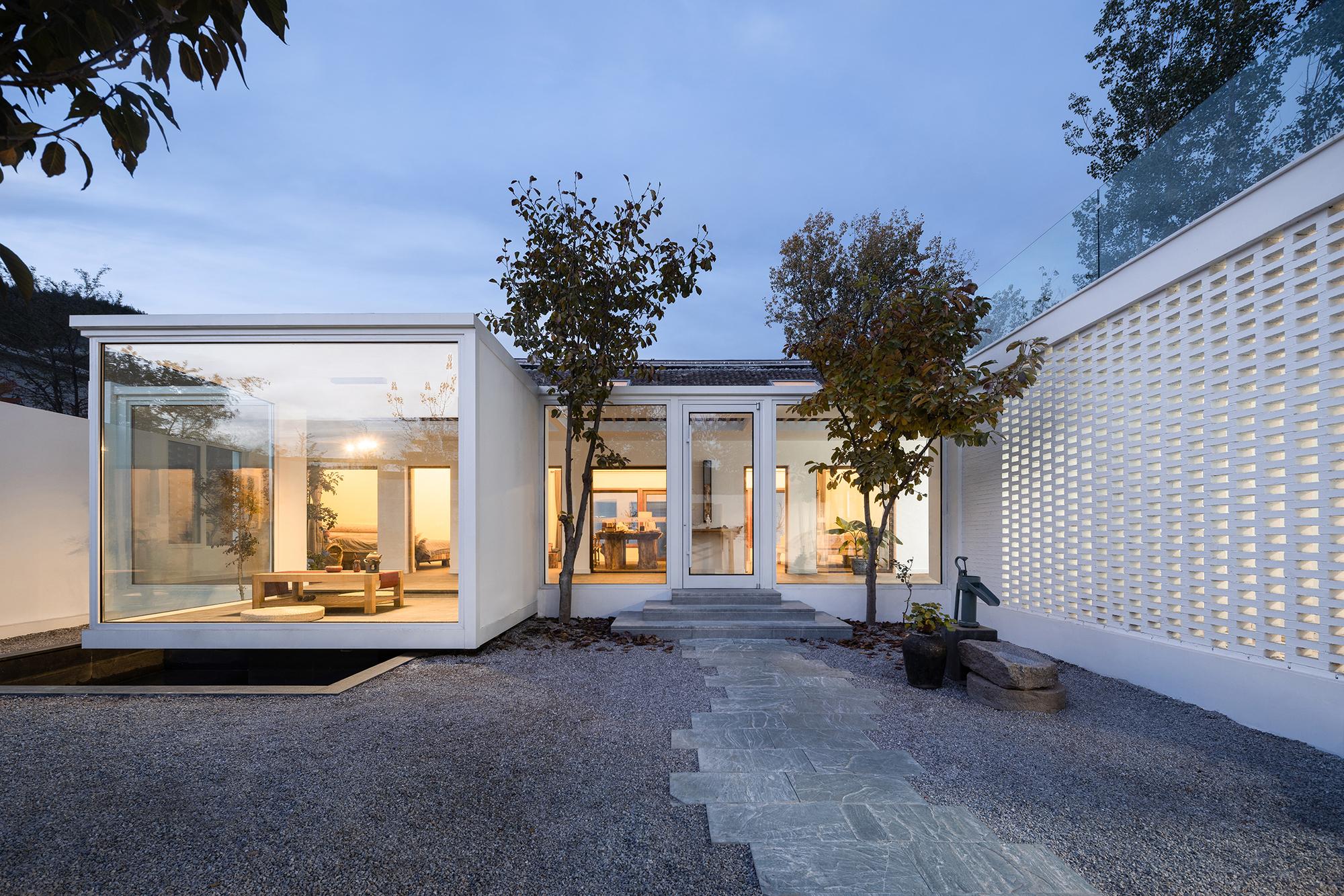 The Hillside House / UPA