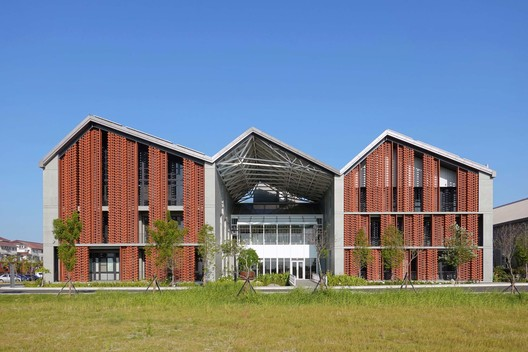 Fengtay Agriculture R&D Center / Bio-architecture Formosana