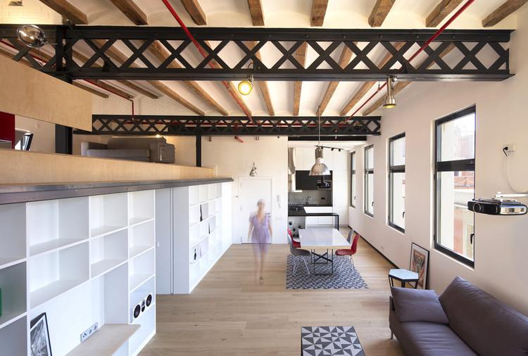 De fábricas a viviendas: Adaptación contemporánea de la arquitectura industrial de España, Loft Fábrica Grober / Meta-studio. Image © Lluis Carbonell