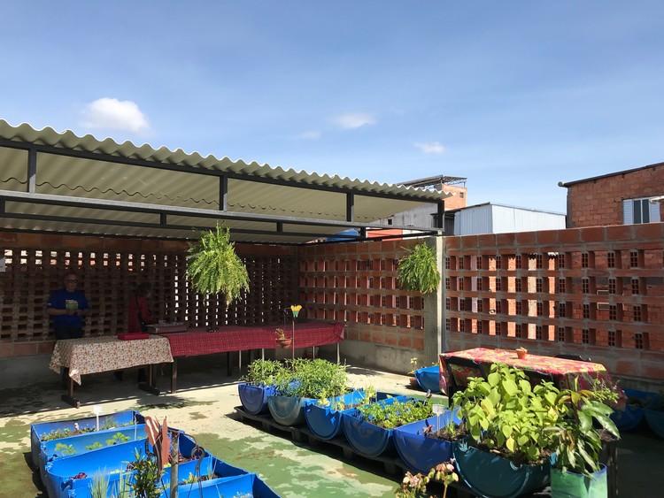 Projeto comunitário aplica estratégias bioclimáticas e mão de obra local em Paraisópolis, Cortesia de Eduardo Pizarro