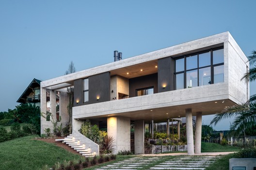 Buen Orden House / Guaresti/Altieri Arquitectura