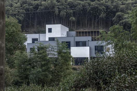 Yisuo Design Boutique Hostel Mount Mogan / Atelier LAI