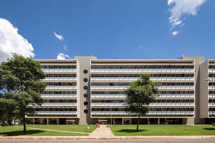 Oito edifícios do Plano Piloto recebem o Selo CAU/DF – Arquitetura de Brasília, SQS 210 bloco C. Foto © Joana França