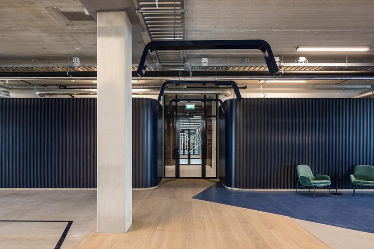 The New Hybrid Workplace Blauw Gras HQ / Barde + vanVoltt, © Cafeine © Thomas De Bruyne
