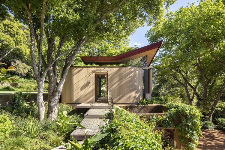 Private Gymnasium Pavilion & Guest Unit / Malan Vorster Architecture Interior Design, © Adam Letch