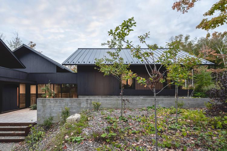Koya House / Alain Carle Architecte, © Raphael Thibodeau