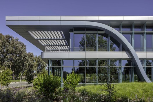 Innovation Curve Technology Park at Stanford Research Park / Form4 Architecture