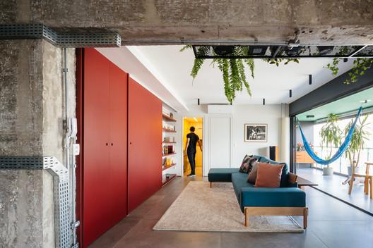 Ampliación de un apartamento en el Edificio Brasil / Alvorada Arquitetos