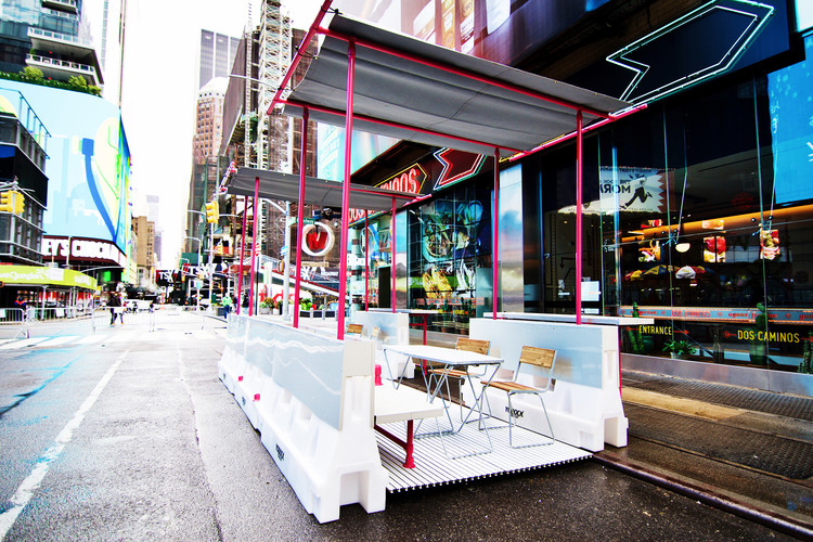 Pipe and Fittings: a Modular Kit to Shape Structures for Social Distancing, Restaurant/retail expansion structure in NYC. Image Courtesy of Fantastica & Hollaender Mfg. Co.