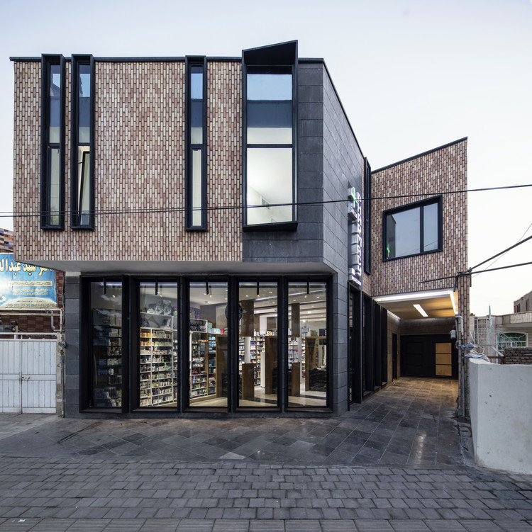 Ravan Pharmacy / Aleshtar Architectural Office, © Farshid Nasrabadi