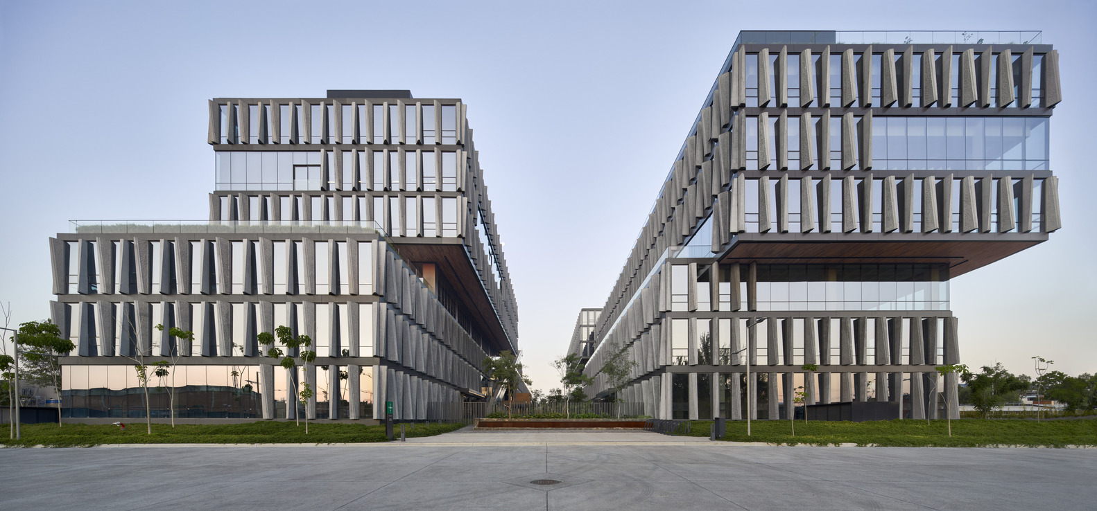 Bio-Esfera Office Complex / Skidmore, Owings & Merrill