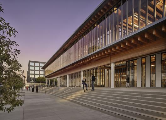 Billie Jean King Main Library / Skidmore, Owings & Merrill
