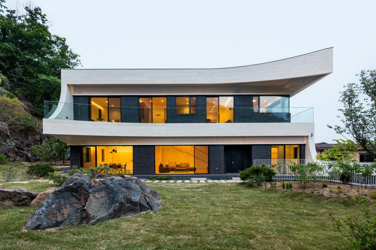 Eaves House / JOHO Architecture, © Kyungsub Shin