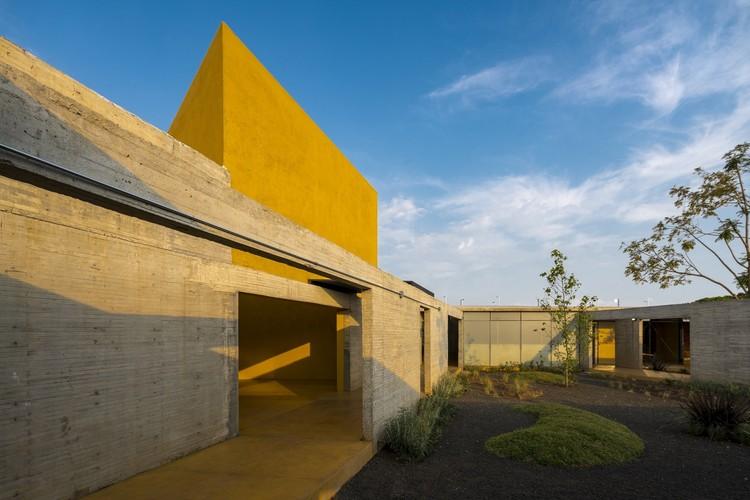 """Arquitetura no México: projetos para entender o território de Michoacán, Refúgio para Mulheres Vítimas da Violência / ORIGEN 19º41' 53"""" N. Imagem © Luis Gordoa"""