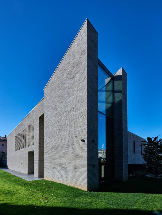 Home P+E+3 / Filippo Caprioglio - Caprioglio Architects