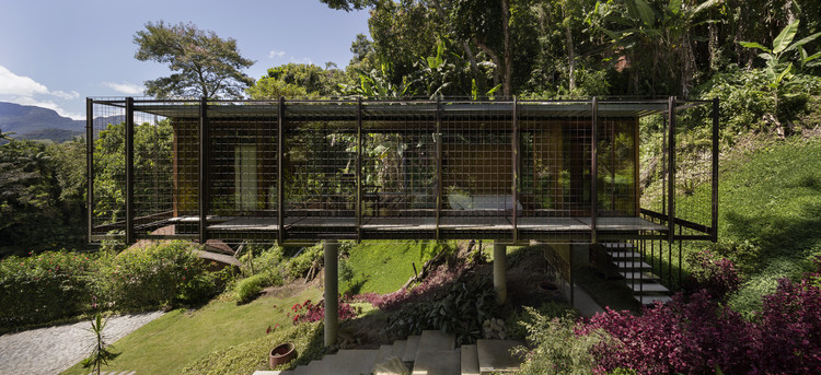 Elevated House / Venta Arquitetos, © Federico Cairoli