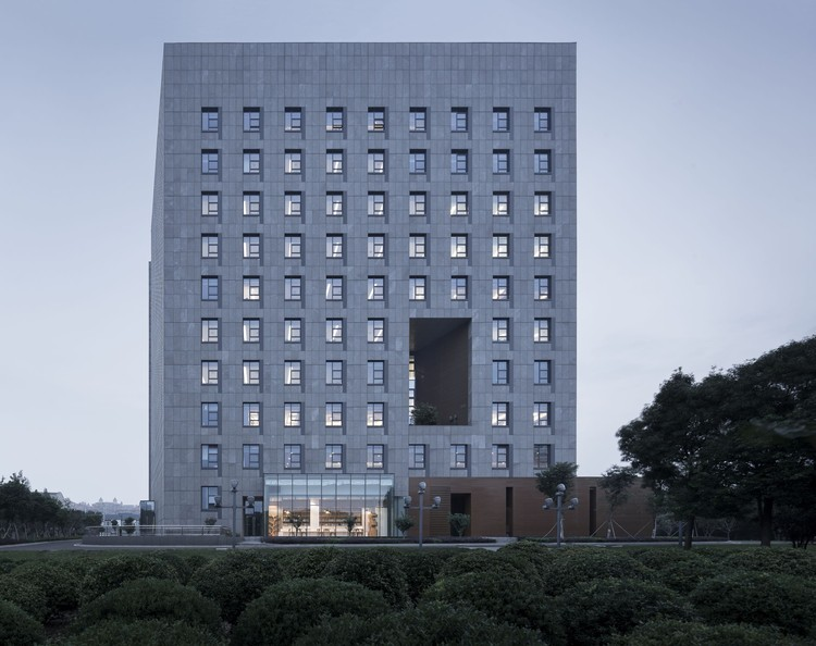 Changzhou Towngas Service Center / Architecture & Engineers of Southeast University, south view. Image © Bowen Hou