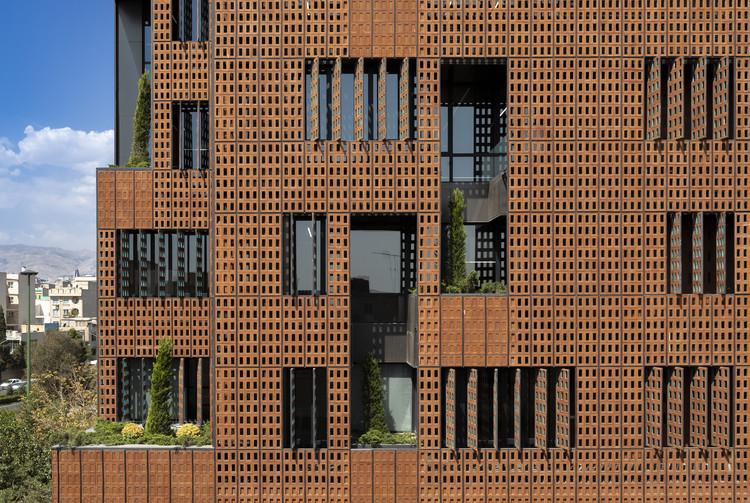 Edifício Corporativo Sharif / Hooba Design, © Parham Taghioff