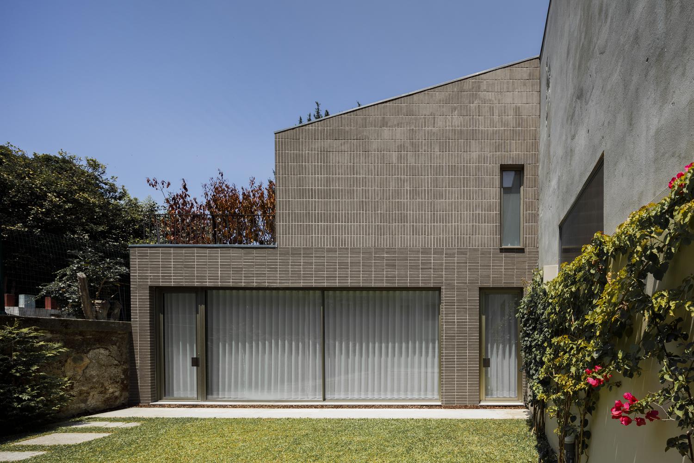 Edifício Residencial na Rua Miguel Bombarda / Paula Santos Arquitectura