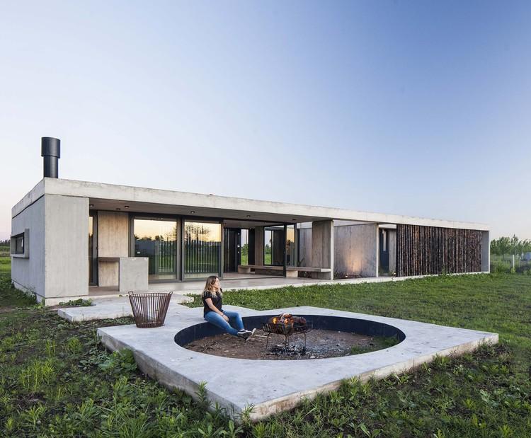 Casa Chacra 93 / Estudio V2 Arquitectos, © Alejandro Peral