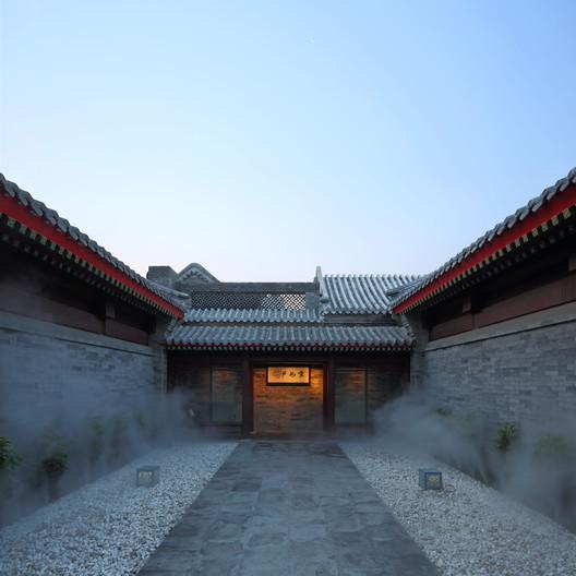 Entrance courtyard. Image © He Shu