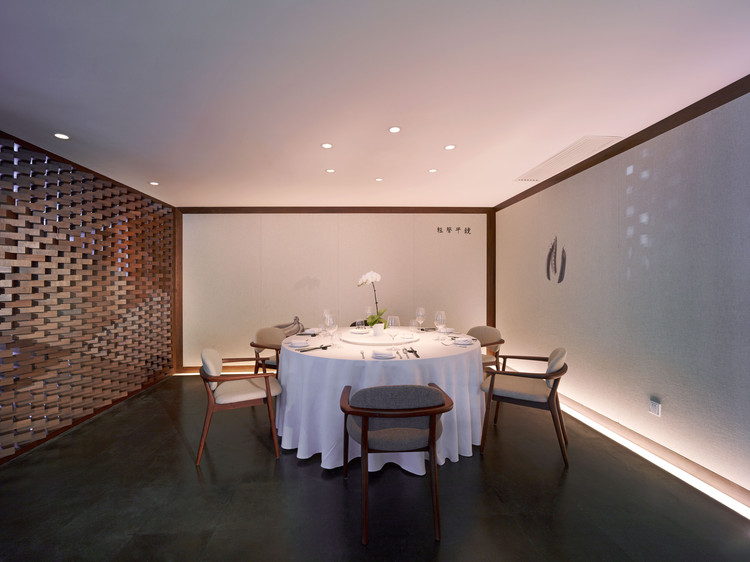 Semi-private dinning room. Image © He Shu