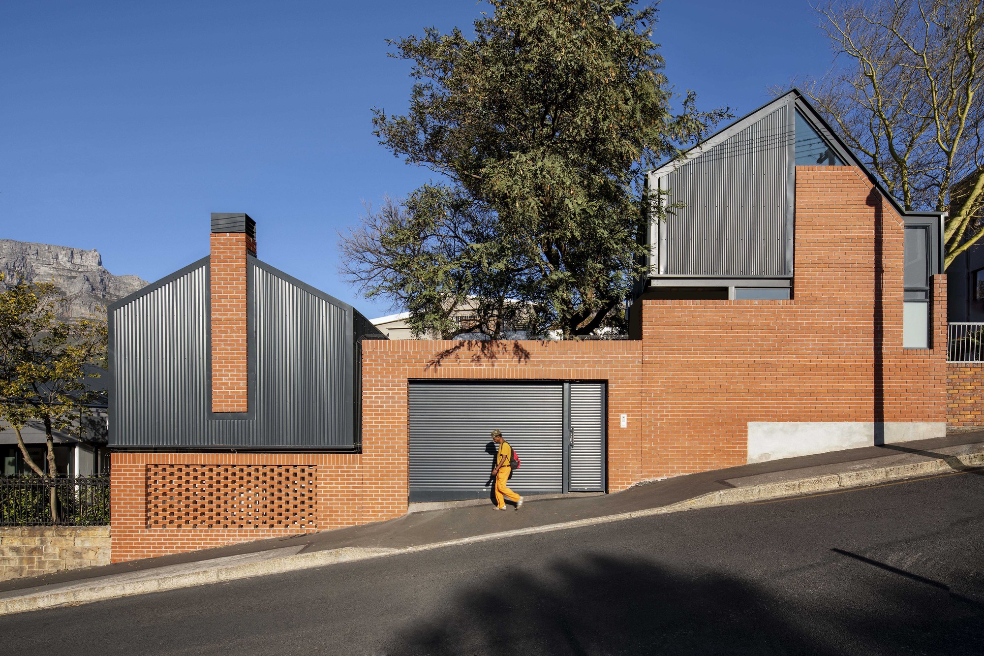 250 Buitengracht House / Team Architects