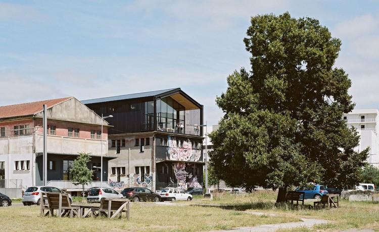 BT06 Warehouse / Nadau Architecture, © Julien Hourcade