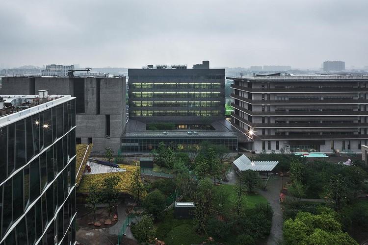 Masterplan and the Laboratory Building, Novartis Shanghai Campus / Atelier FCJZ, Overall view. Image © Hengzhong Lyu