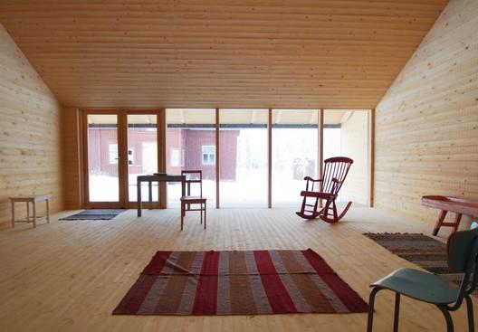 Puuhi Community Space / OOPEAA