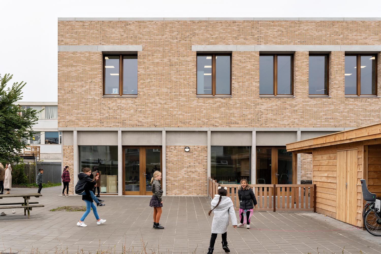 School by a School / Studio Nauta + De Zwarte Hond