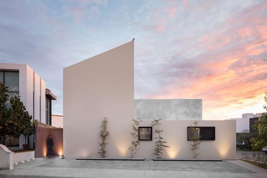 Casa Ruiz  / LR Arquitectura