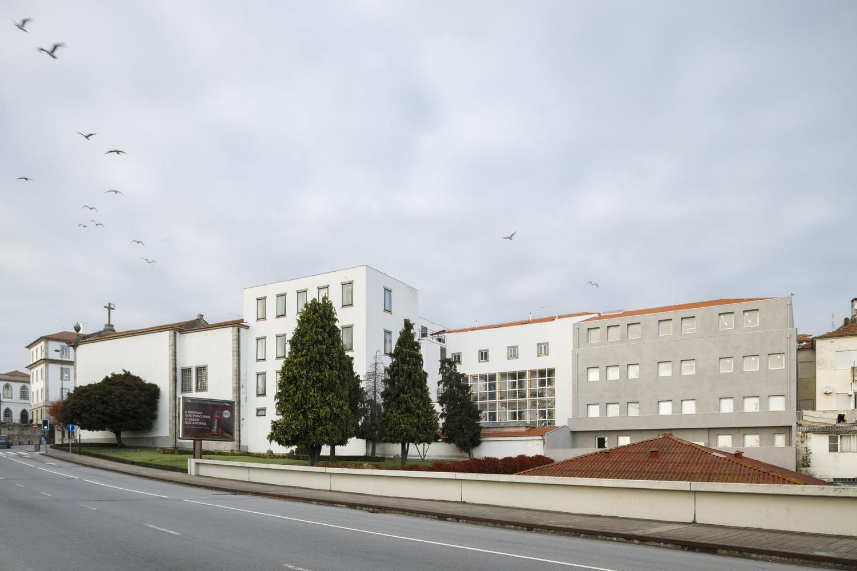 Reabilitação e Ampliação de Edifício na Universidade Lusófona do Porto / Posto 9